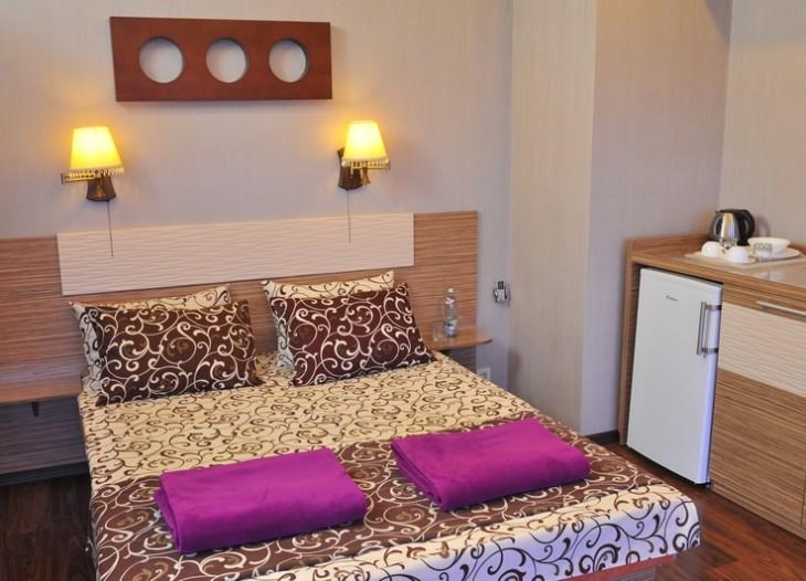 Кровать в полу люксе