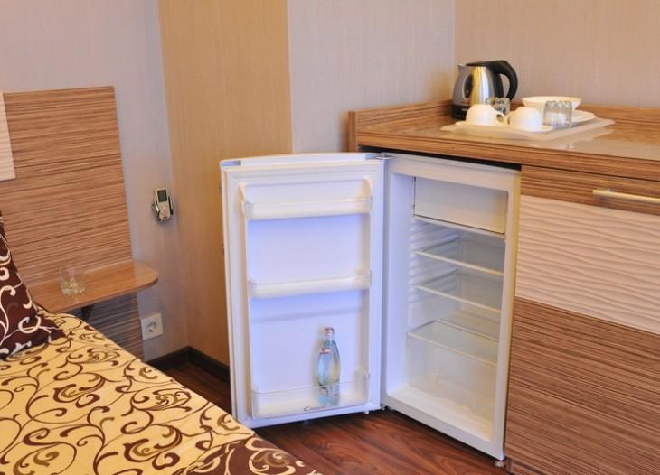 Холодильник,эл. чайник, большой комод