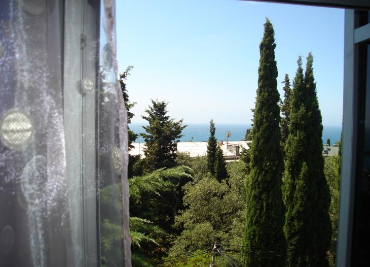 Вид из окна полу люкса 3-й этаж