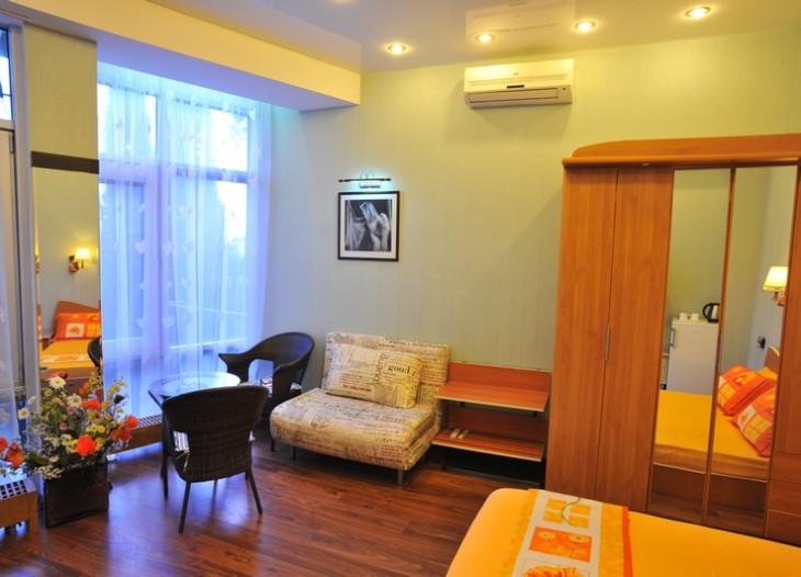 Шкаф, кресло ,кровать,кондиционер