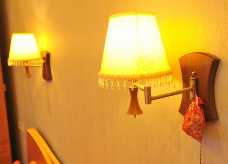 Бра над кроватью в стиле арт-деко