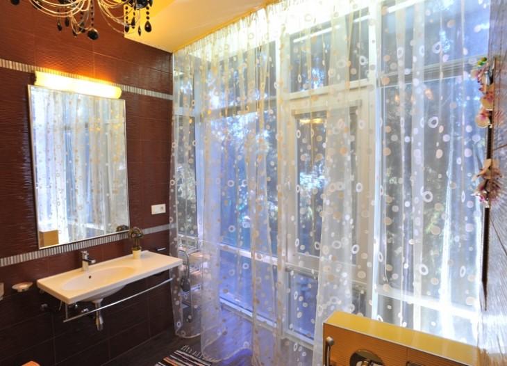 Ванная комната в полу люксе
