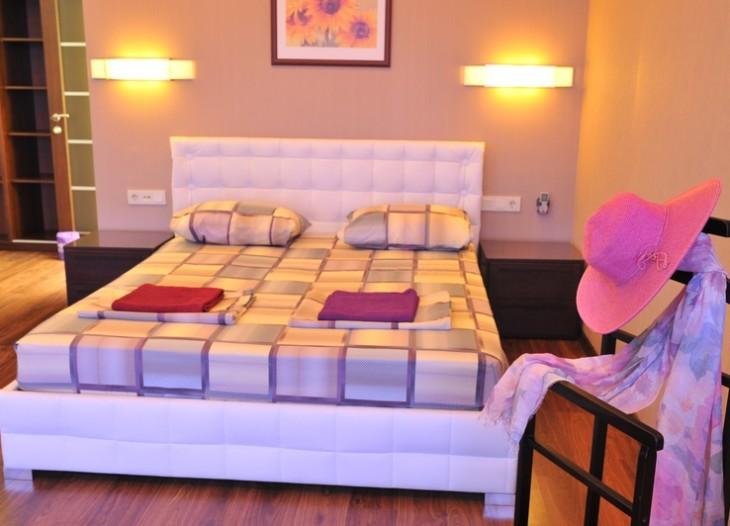 Итальянская белая кровать